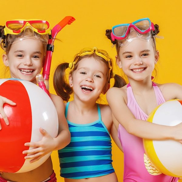 Funny,Funny,Happy,Children,Jumping,In,Swimsuit,And,Swimming,Glasses